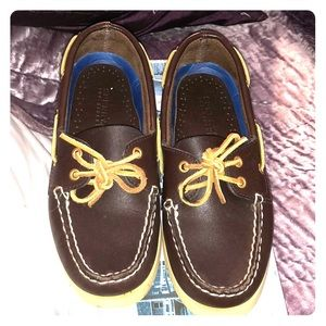 SPERRY AUTHENTIC ORIGINAL BOAT SHOE IN BROWN
